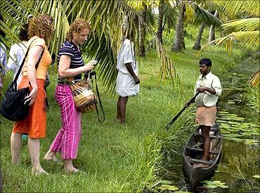 Kerala beckon tourists.