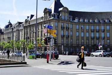 Banque et Caisse d Epargne de l Etat.