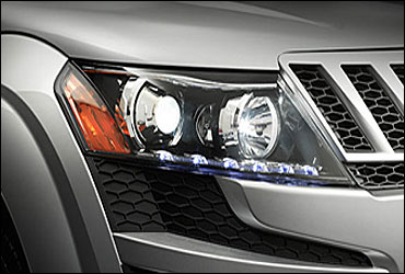 Static-bending projection headlamps, and LED parking lights.