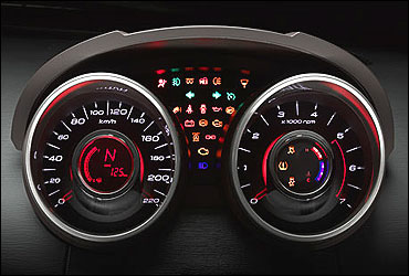 Sporty twin-pod instrument cluster. Elegance in form and function.