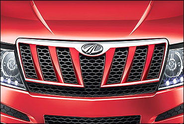Intimidating, jaw-like honeycomb grill.