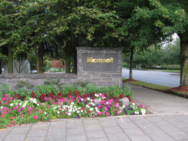 Редмонд - город в округе Кинг, штата Вашингтон в США, расположен в 16 милях к востоку от Сиэтла.