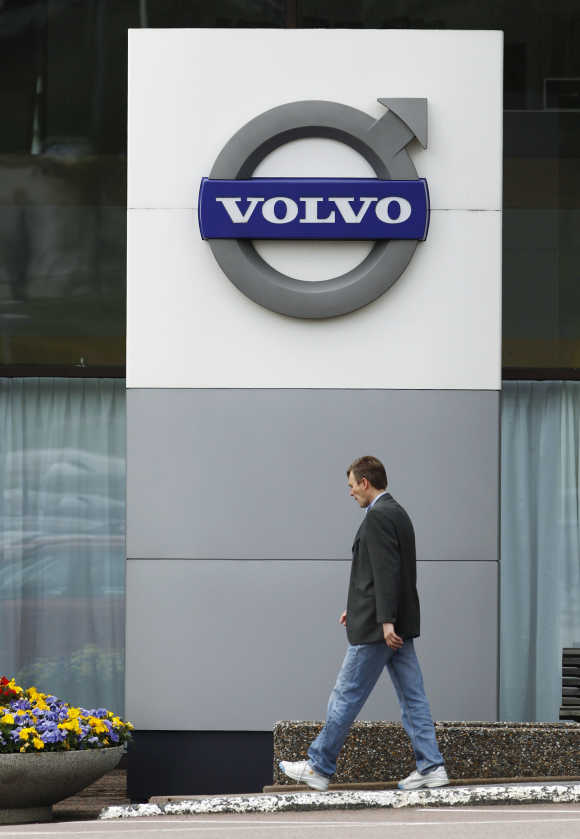 Volvo means 'I roll' in Latin, conjugated from 'volvere', in relation to ball bearing.