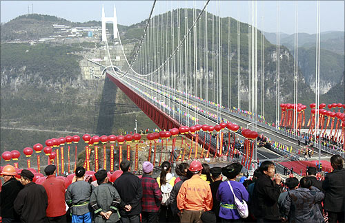 Residents watch the opening of Aizhai suspension bridge in the Xiangxi Tujia and Miao Autonomous Prefecture, Hunan province.