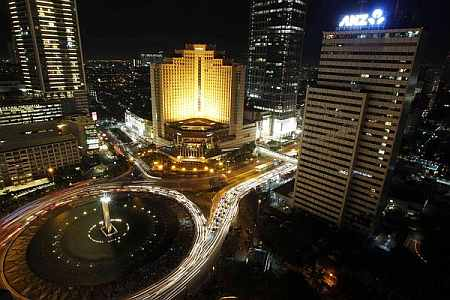 Jakarta's Welcome Statue fountain