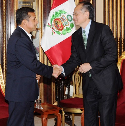 Peru's President Humala and New World Bank President Yong Kim, shake hands during a meeting at the government palace in Lima.