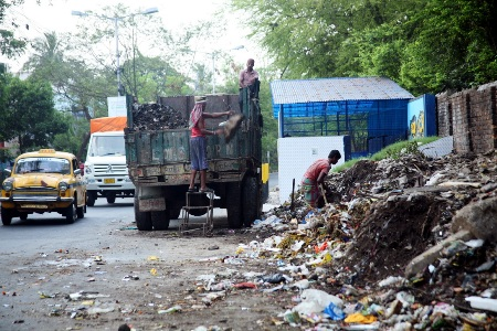 A garbage dump on a Kolkata road.