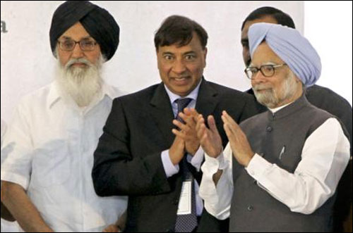 Prime Minister Manmohan Singh (R) and ArcelorMittal chairman Lakshmi Mittal (C) applaud as Punjab Chief Minister Parkash Singh Badal looks on while attending the inauguration of Guru Gobind Singh oil refinery near Bathinda.