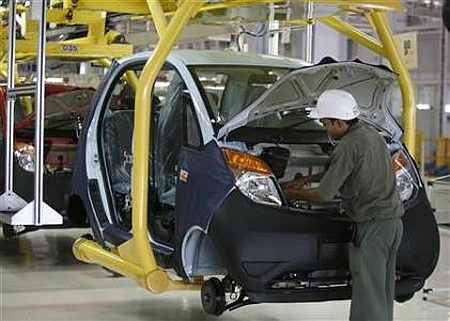 Auto companies see mixed results in July