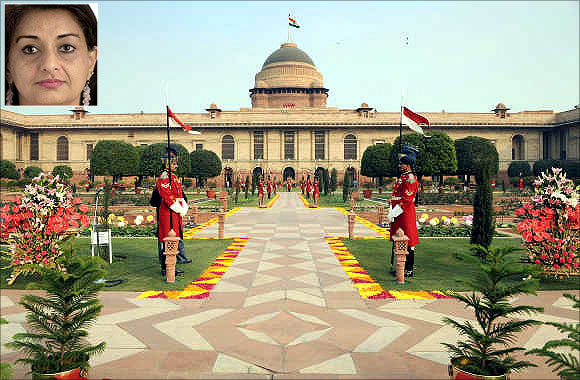 Kalpana Kochhar, inset. Guards stand in Mughal gardens surrounding Rashtrapati Bhavan in New Delhi.