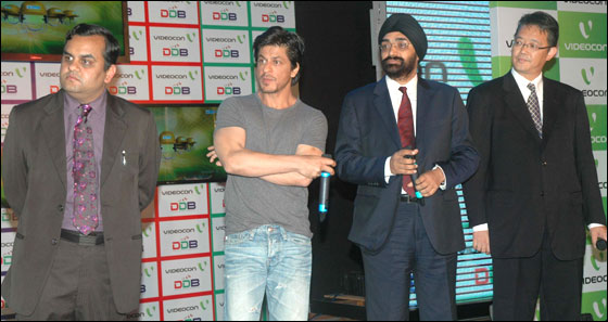 Anirudh Dhoot , Director Videocon , Actor & Brand Ambassador Sharaukh Khan, H.S. Bhatia Chief Marketing,Videocon and T Kohyama VP of R&D, DDB foundation addressing the press conference during launch the Digital Direct Broadcast.