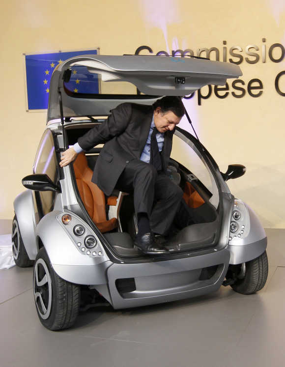 European Commission President Jose Manuel Barroso gets out of the car.