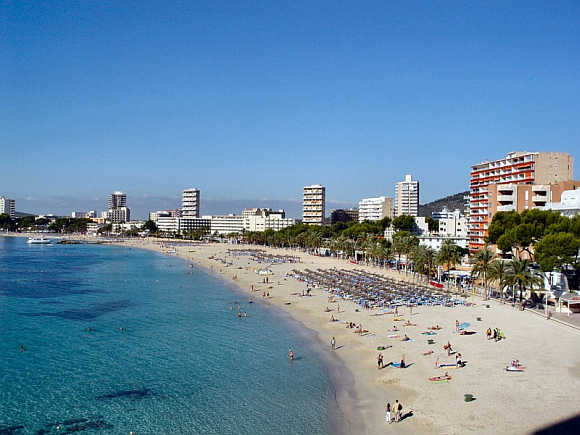 It is a major holiday resort on the Spanish island of Majorca.