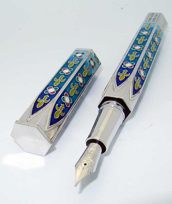 Caran d'Ache Gothica Pen.