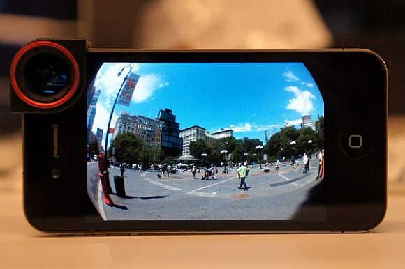 OlloClip improves iPhone's camera.