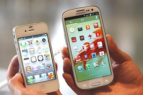 Apple iPhone 5 and Samsung Galaxy SIII
