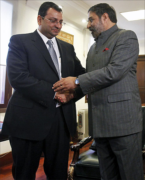 India's Trade Minister Anand Sharma (right) shakes hands with Tata Sons Deputy Chairman Cyrus Mistry.