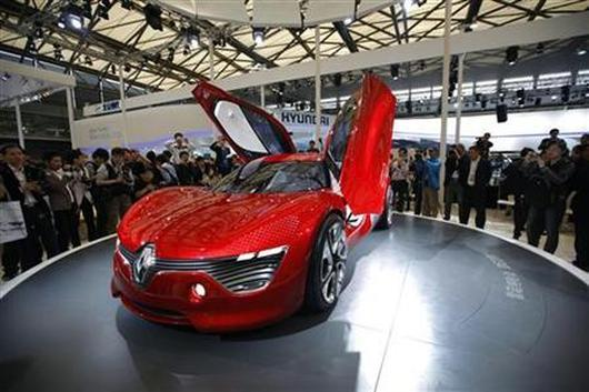 Visitors look at a Renault DeZir car