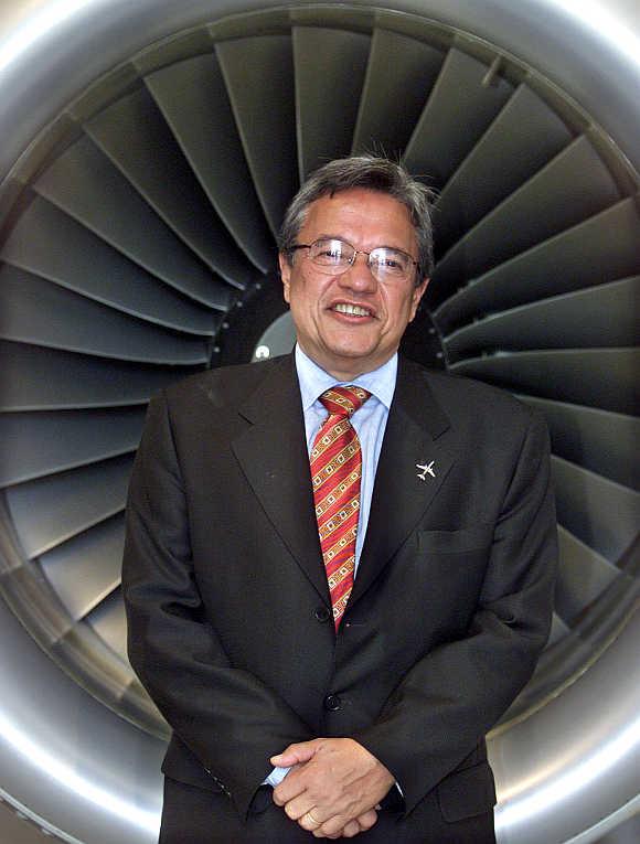 Mauricio Novis Botelho.