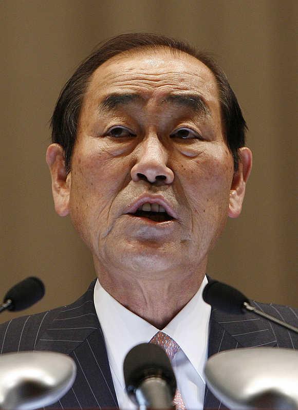 Yun Jong-yong.