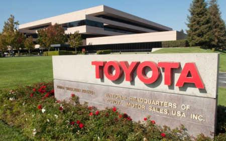 Toyota employes 322,000.