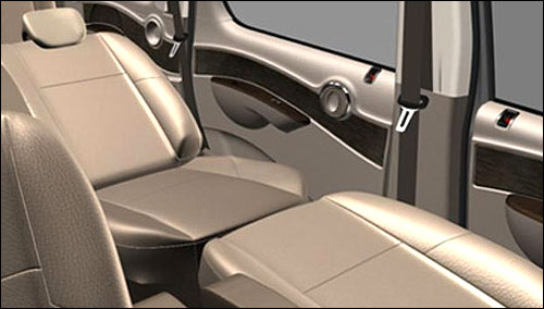 These flatbed front seats let you travel fully stretched.