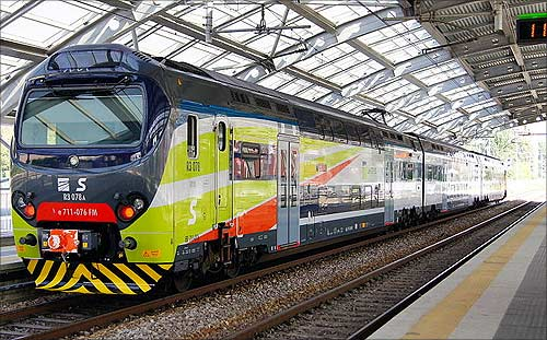 Italian bilevel train TSR at Milan Affori station.