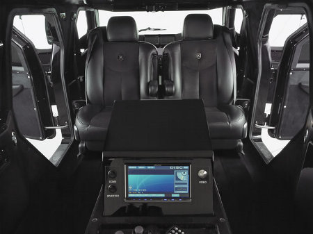 On the inside, it features luxury wool carpeting.