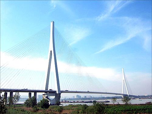 E'dong Bridge.
