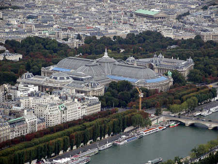 Harvested wheat grain that enters trade is classified according to grain properties. A view of Paris.