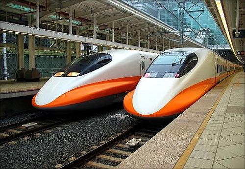 THSR 700T train.