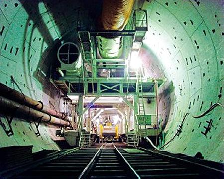 Slurry-added EPB shield machine in Shiziyang Tunnel.