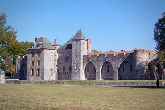 Chateau de Farcheville.