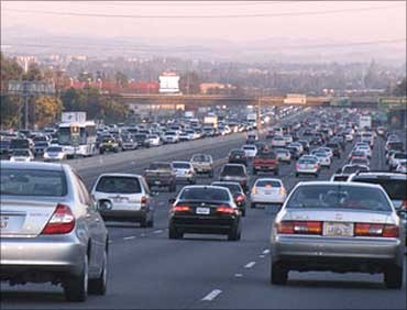 Auto majors post mixed results in December