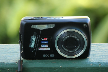 Kodak EasyShare M575 digital camera.