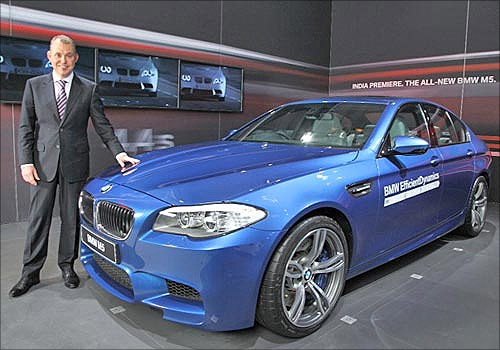 BMW launches M5.