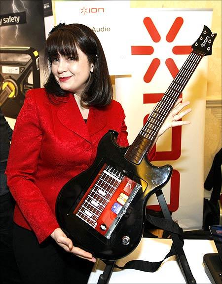 Guitar Apprentice guitar controller for the iPad.