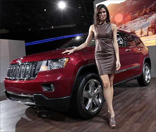 Model Alison Fiori poses next to a 2012 Jeep Grand Cherokee.
