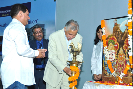 Kalyan Ganguly lights the lamp.