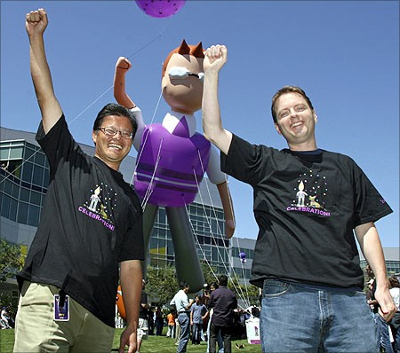 erry Yang (L) and David Filo celebrate the launch of the new Yahoo! Mail