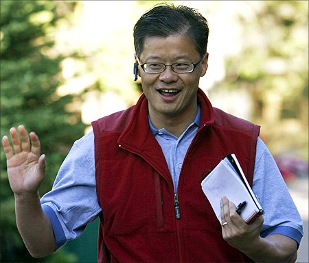 Jerry Yang waves at photographers