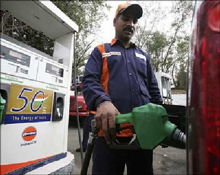 Diesel price may be hiked by Rs 4-5/litre