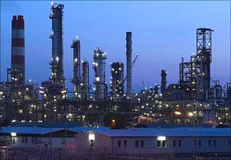 RIL net drops 5.7% to Rs 5,376 crore