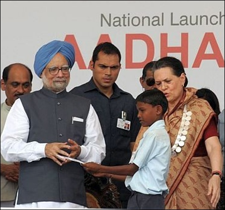 Prime Minister Manmohan Singh and Congress President Sonia Gandhi during the launch of Aadhar cards in Maharashtra.