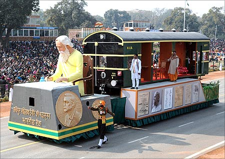 Tableau of Ministry of Railways passes through the Rajpath.