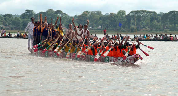 Oarsmen row their boat during an annual boat race festival at Rudrasagar lake, about 55km from Agartala, Tripura.