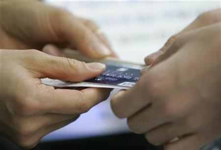 Should cardholders pay before filing a complaint?