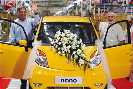 Ratan Tata with Narendra Modi at the Nano plant.