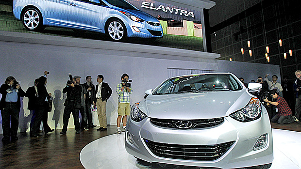 Hyundai Elantra is displayed.