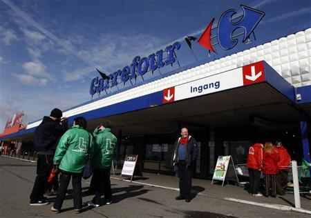 Carrefour freezes big city store plans